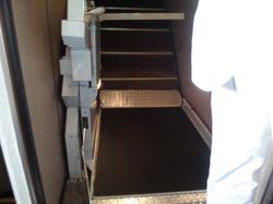 E1系 車椅子用昇降機