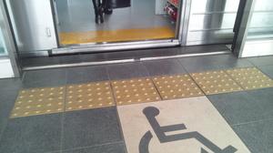 日暮里舎人ライナー 車椅子