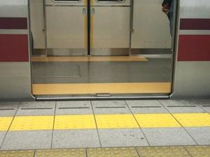 大江戸線 乗降口スロープ