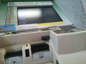 反射する、タッチパネル式券売機