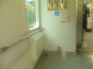ベビーカーマークが提示される前の、車椅子用スペース