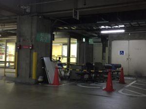 物置にされた、障害者専用駐車場(大宮DOM)
