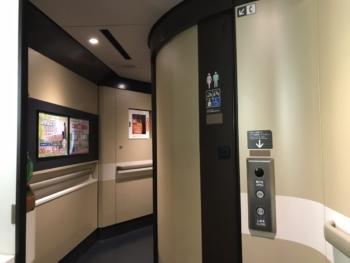 E6系多目的トイレ(外観)
