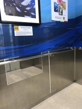 エレベーターの鏡 不適切な例②