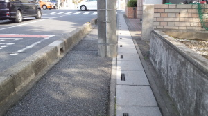 歩道上の障害物
