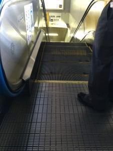 車椅子対応エスカレーター